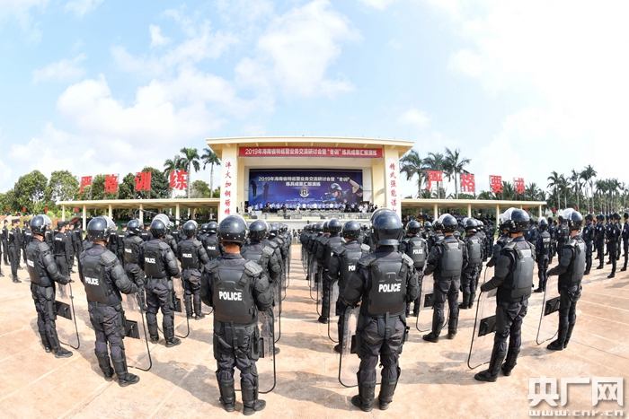 海南省公安厅举行全省特巡警汇报演练