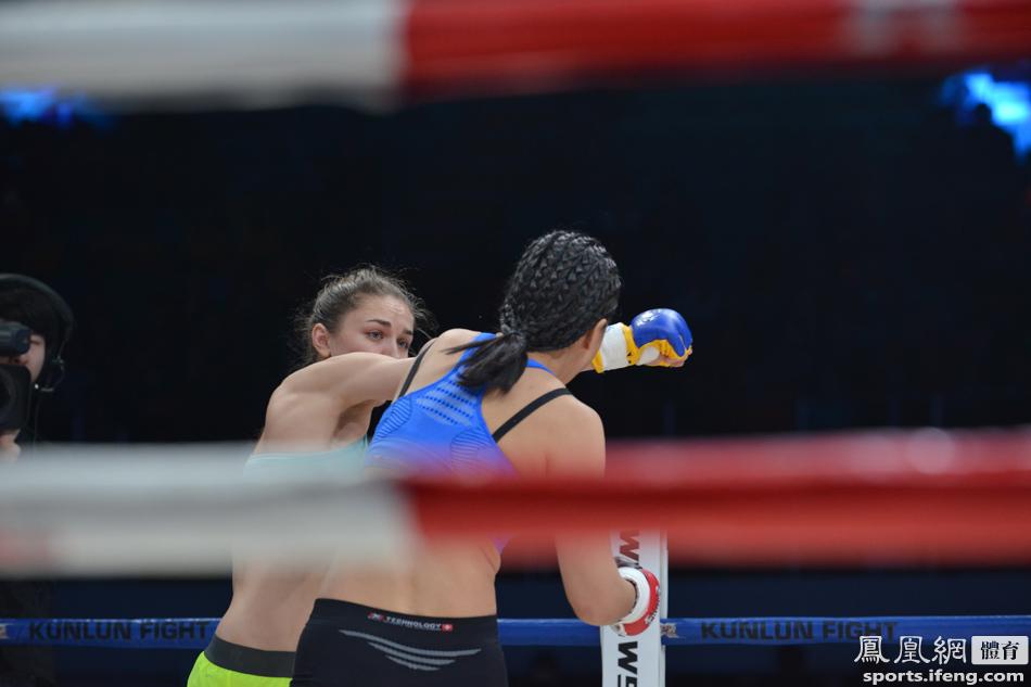 中国女子格斗第一人唐金25秒KO乌克兰美女