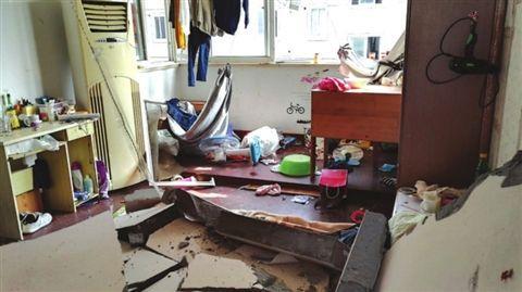 苏州一群租房发生爆燃 事发时屋内有多名租客图片